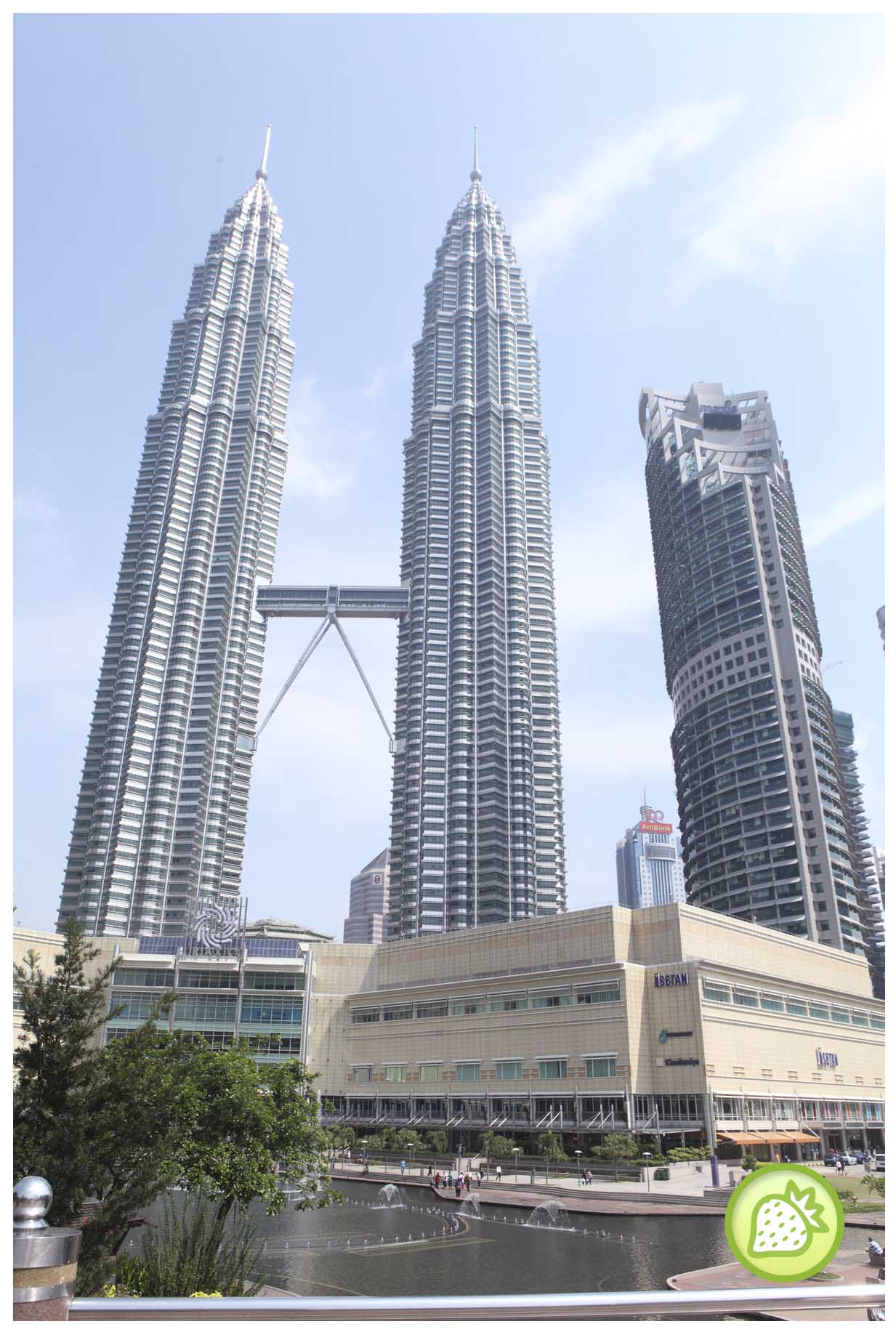 KLCC (PETRONAS TWIN TOWER) : THE BEAUTY OF THE MALAYSIA