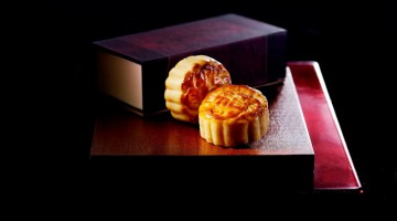 LEGENDARY CUSTARD MOONCAKES  OF THE KOWLOON HOTEL AVAILABLE STARTING 6 JULY