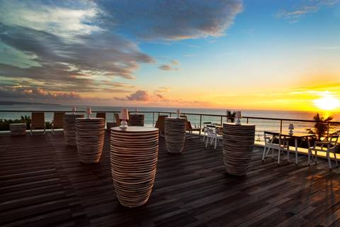 SHERATON BALI KUTA RESORT HONOURED AT THE 2016 WORLD LUXURY HOTEL AWARDS : Resort named Country Winner for Best Luxury Rooftop Hotel for 3 consecutive years