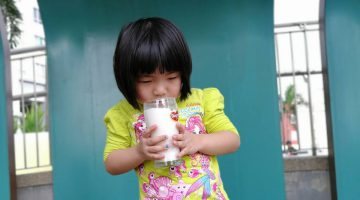 How I Encourage My Daughter to Eat Healthy Food