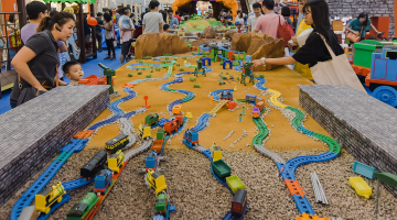 Thomas & Friends™ All Aboard The Malaysia Book of Records